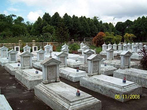 Nghĩa trang giám mục, linh mục, chủng sinh tại Đại Chủng viện Xuân Bích Huế