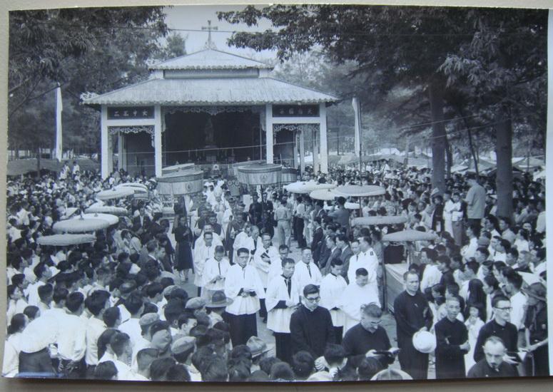 Linh đài Đức Mẹ La Vang cũ. 81