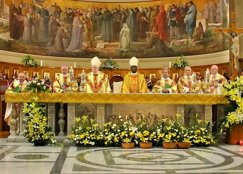 Hình ảnh Thánh Lễ Khai mạc Nghi thức Đóng Hồ sơ  phong Chân phước Đức HY FX Nguyễn Văn Thuận tại Roma.