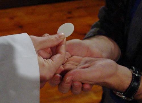 Tín hữu ly dị có được rước lễ không?