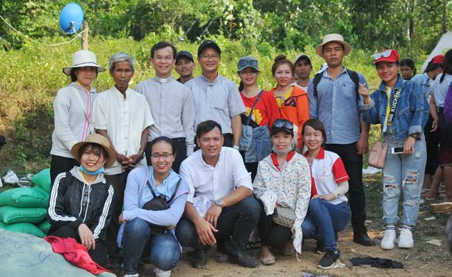 """Giới Trẻ TGP Huế với Chương trình """"Hạt gạo yêu thương"""""""