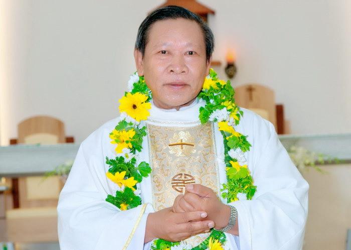 """Tâm tình """"25 Năm Linh mục"""" nói với cha JB Nguyễn Vinh"""